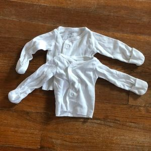 2 Newborn tops with mitts
